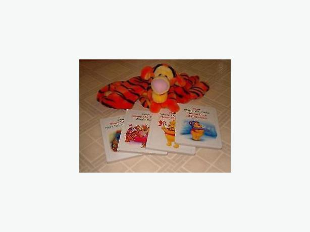 Winnie the pooh bear, 4 hard cover books