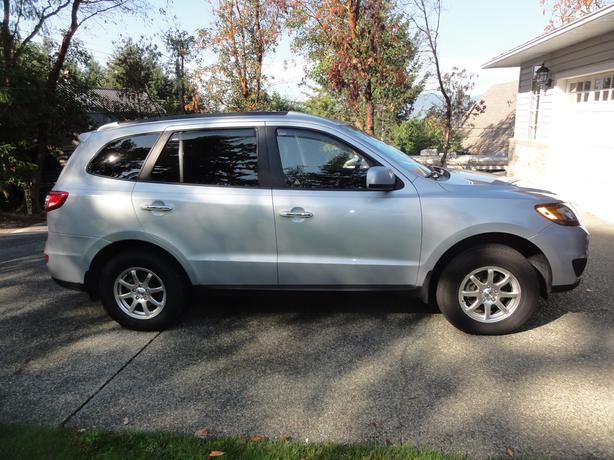 2010 LOADED Hyundai Santa Fe Limited AWD.