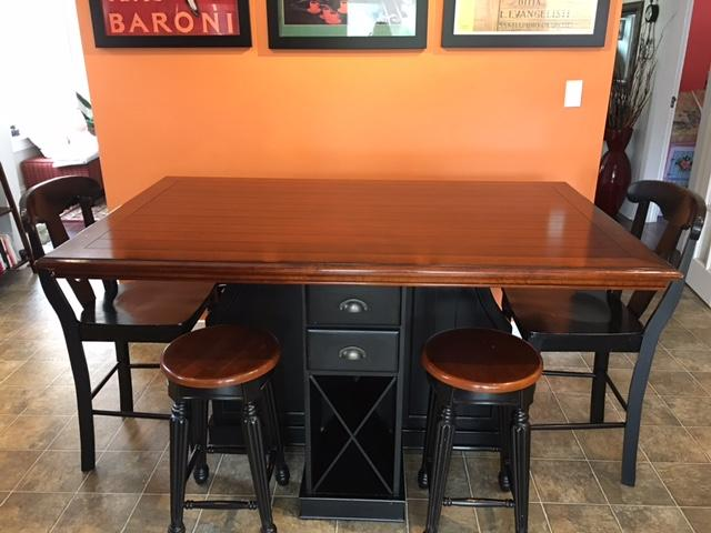 Pub Counter Height Dining Table with Stools amp Chairs  : 55753812934 from www.usedvictoria.com size 640 x 480 jpeg 43kB