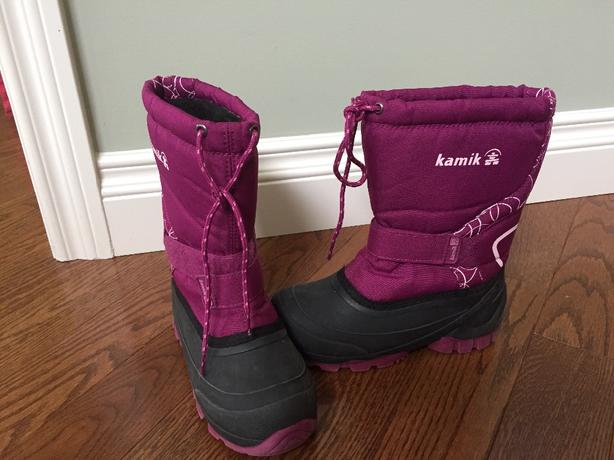 Like new size 2 girls Kamik snow boots