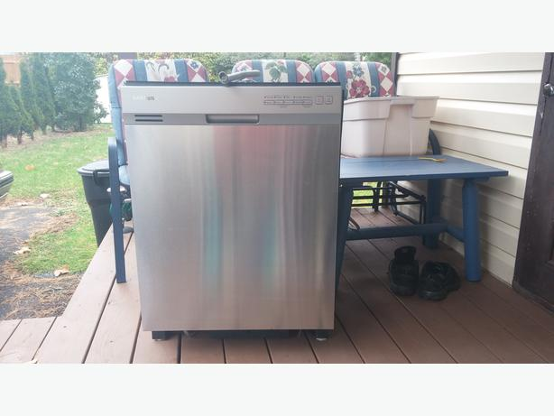 LIKE NEW TALL TUB STAINLESS STELL DISHWASHER