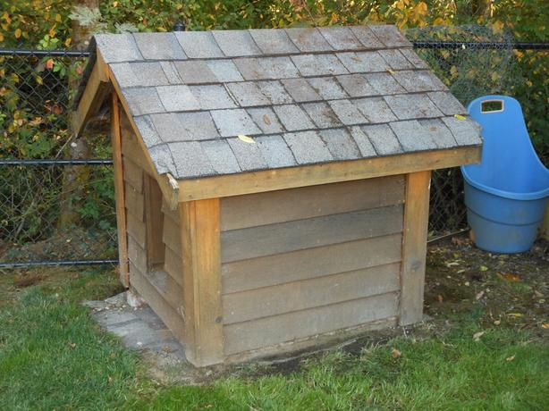 Dog House - well built with siding