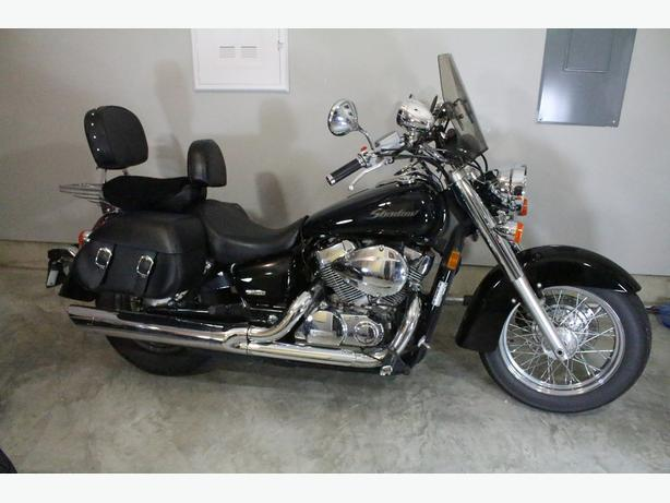 2006 Honda Shadow, fully loaded, less than 10k Km's