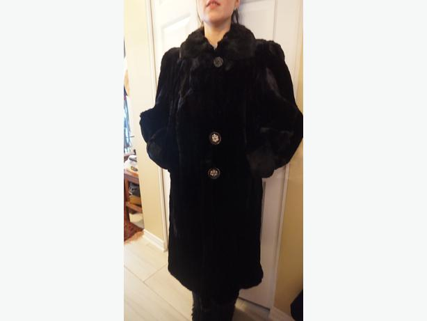 4U2C VINTAGE BLACK FUR COAT CUFFED SLEEVES & LARGE BUTTONS