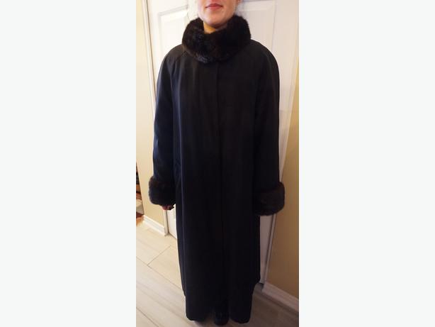4u2c BLACK WOMAN'S FUR LINED TRENCH COAT SIZE 12-14