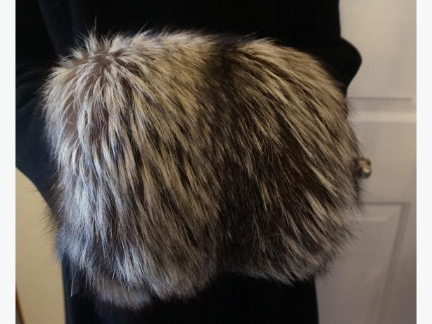 4U2C SILVER FOX FUR MUFF WITH MONEY POUCH
