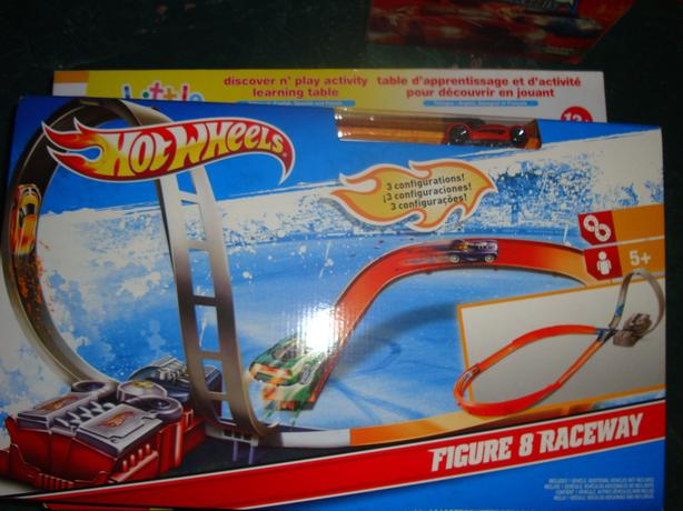 Brand New Hot Wheels Figure 8 Raceway Toy - $25