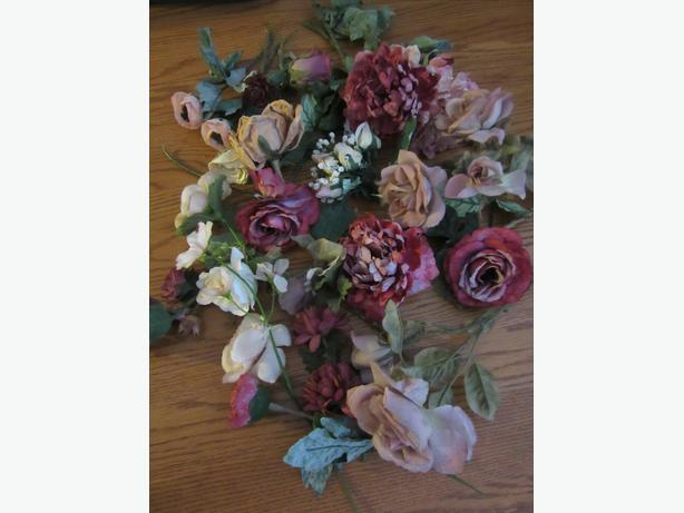 ASSORTMENT OF DRIED FLOWERS