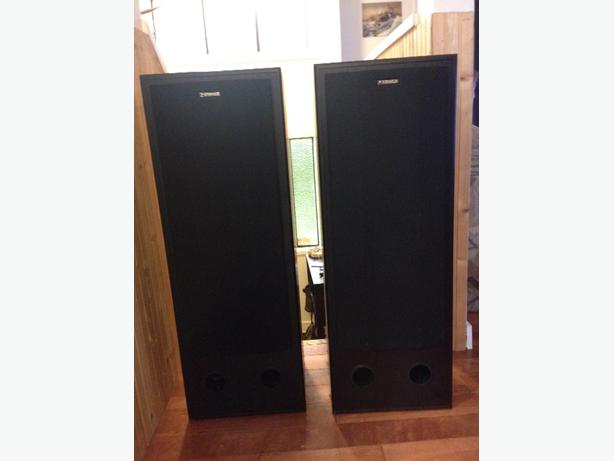 two fisher speakers