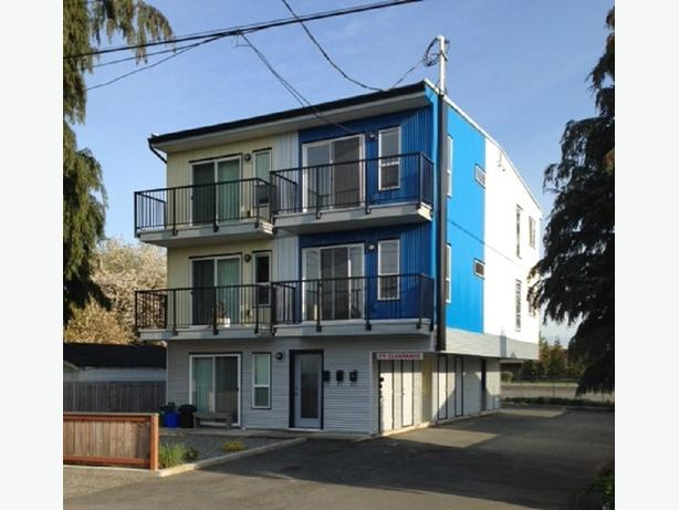 2 bed 1 bath triplex located across from VIU in Duncan