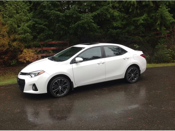 White 2014 Toyota Corolla Sport 6-Speed