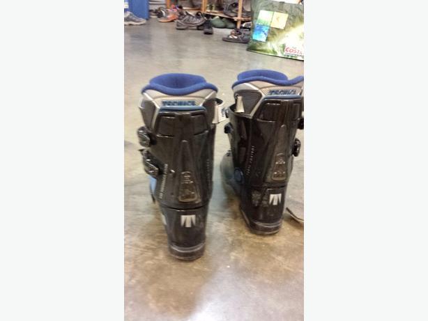 kids ski boots, size 4.5