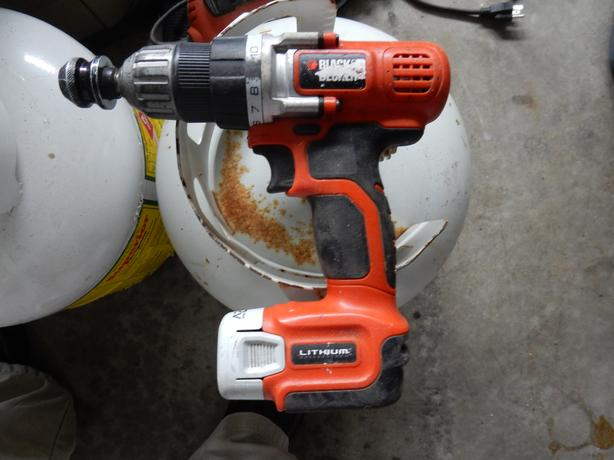 12 volts lithium black and decker drill driver