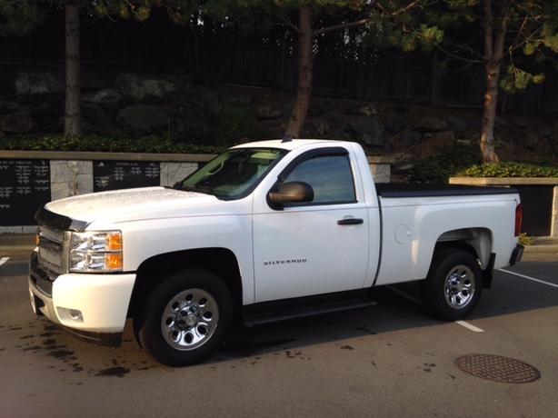 2013 Silverado LS, 2 wheel drive V6 auto, LOW KMS
