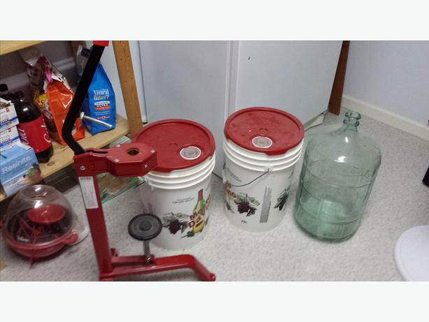 Wine Corker machine and accessories
