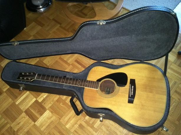 Vintage Black Label Yamaha FG-180
