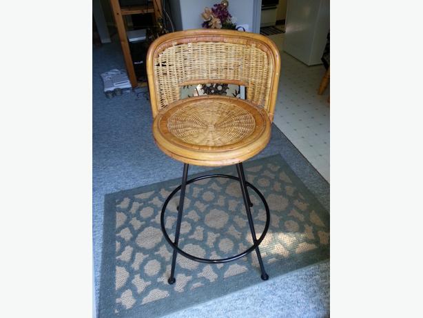 Swivel wicker stool