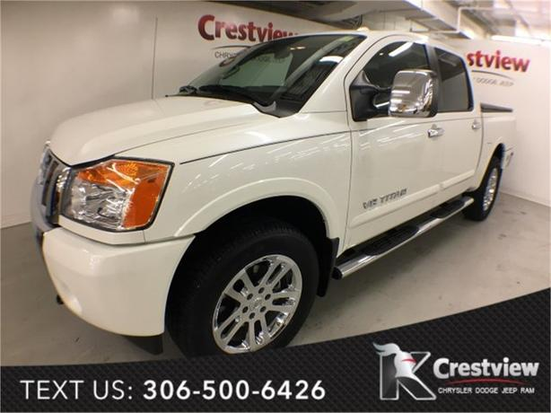 2015 Nissan Titan SL Crew Cab w/ Leather, Sunroof, Navigation