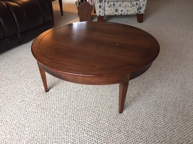 Round coffee table with matching end tables langley vancouver Matching coffee table and end tables