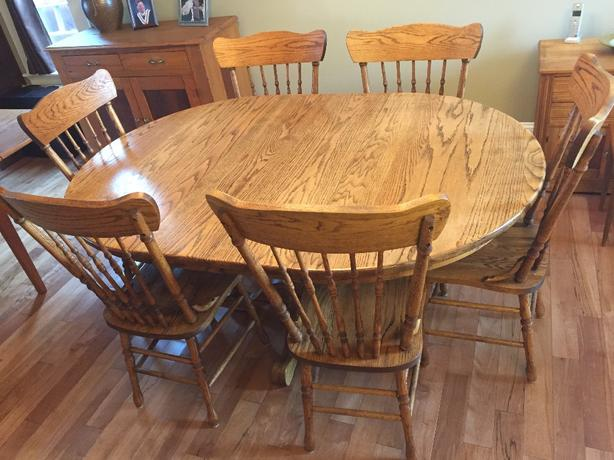 Solid oak pedestal dining table and 6 chairs
