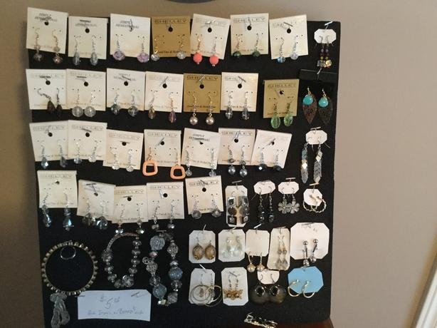 Jewelry lot Great for Market or Christmas Sales (Courtenay )