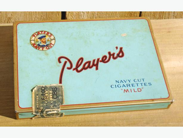 VINTAGE 1943's PLAYER'S CIGARETTES FLAT FIFTIES TOBACCO TIN