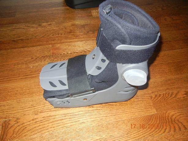 AIR WALKER BOOT ELITE SHORT SIZE SMALL M4-7 / W5-8
