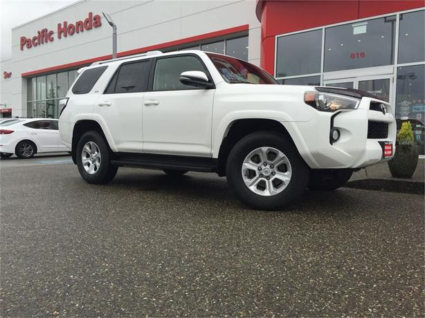 2015 Toyota 4Runner SR5 - LIKE NEW W/ RATES FROM 3.99% OAC NAVI & ZERO