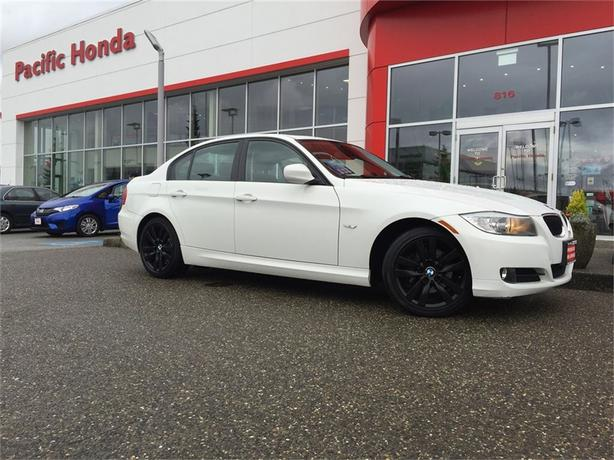 2011 BMW 3 Series 323i - Local 323 with premium package