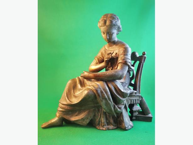 4U2C ANTIQUE PATINATED BRONZE SPELTER METAL STATUE OF WOMAN