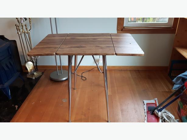 Funky table with drop leaves
