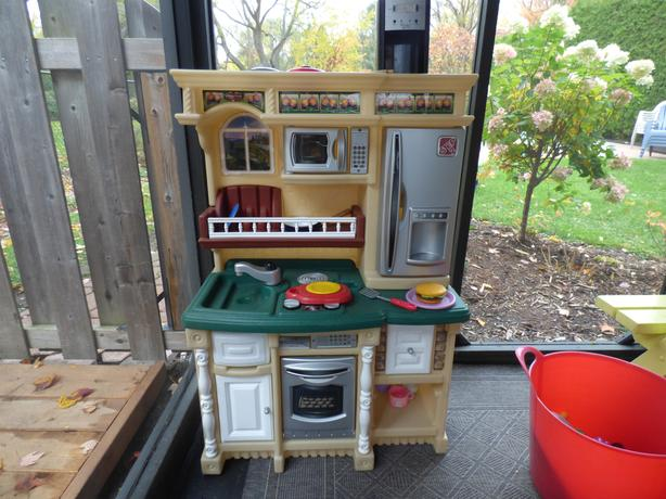 Kids Kitchen for sale with lots of accessories!