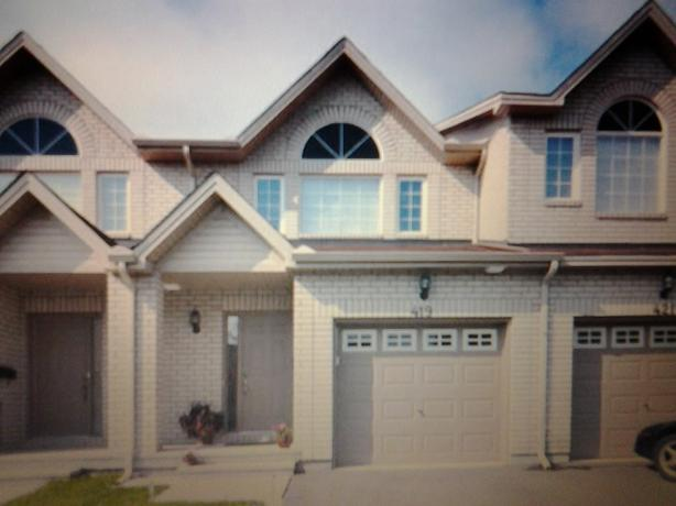 3 bedroom, 1.5 bathroom townhouse for rent in Orleans