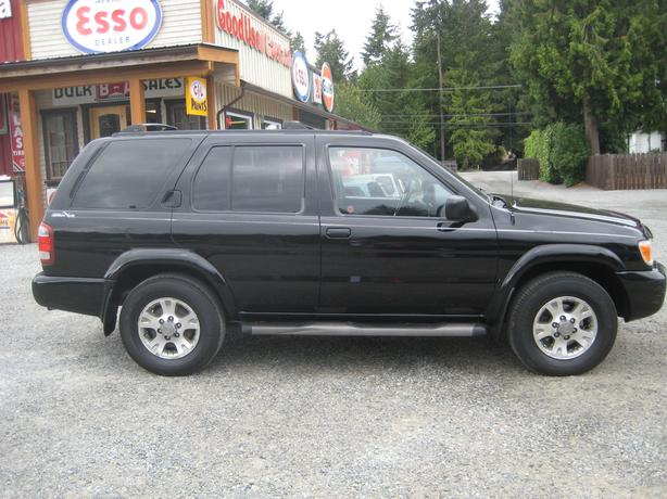 2004 Nissan Pathfinder Chilkoot 4X4 - Sunroof, Roof Rack & Running Boards