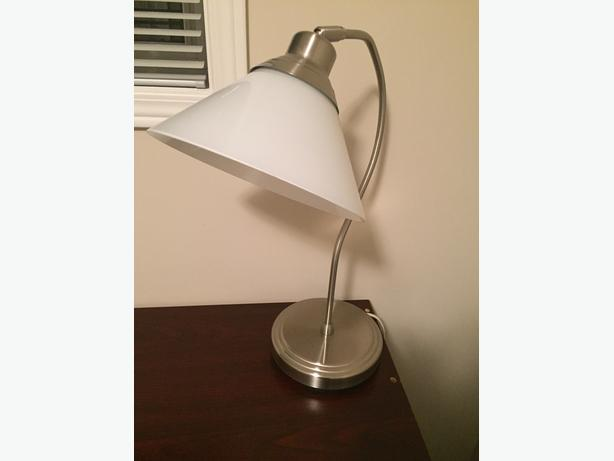 "Desk lamp (curved ""hook"" style)"