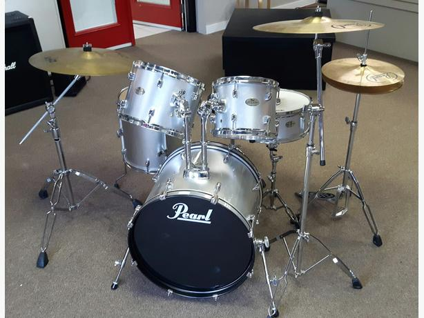 Pearl Forum Series Drum Kit
