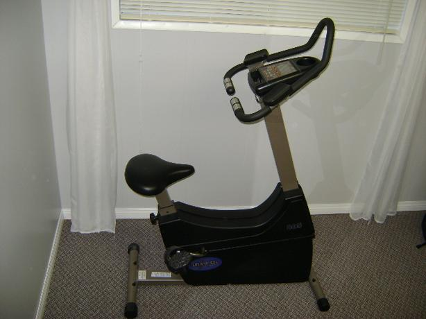 UNIVERSAL FITNESS EXERCISE BIKE