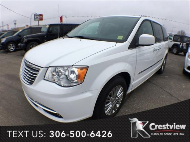 2015 Chrysler Town & Country Touring | Leather | Sunroof | Navigation | DVD