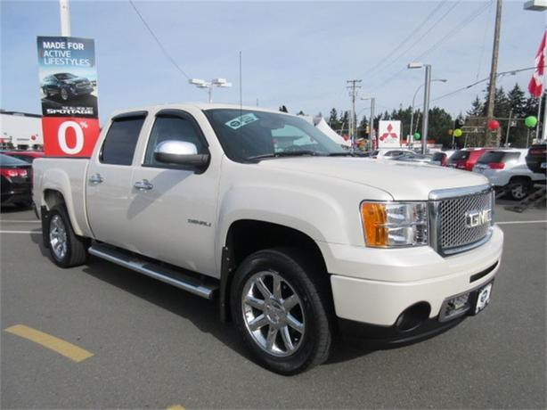2012 GMC Sierra 1500 Denali  DVD Navi Leather Low Kms
