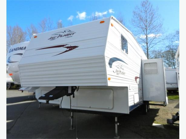 2005 Jayco 285 RLS - Tons of space and bright!