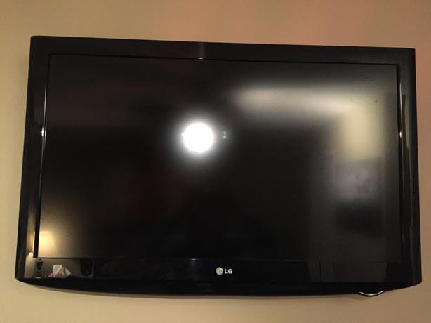 "37"" PLASMA TV. 720p resolution"