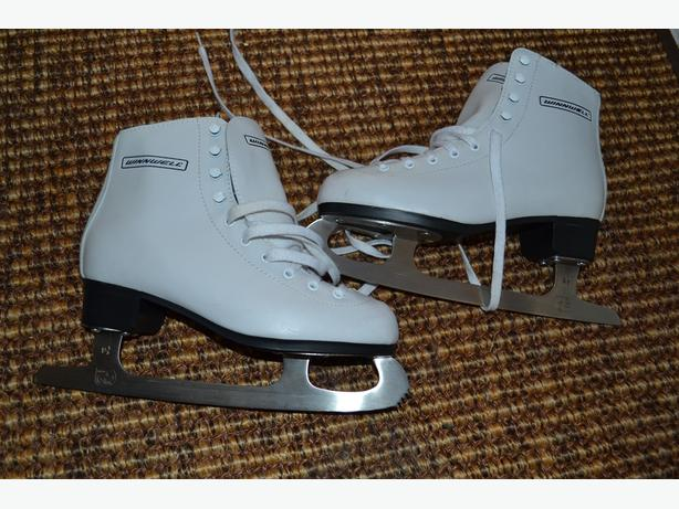 GIRLS Figure Skates Size 5JR (23)
