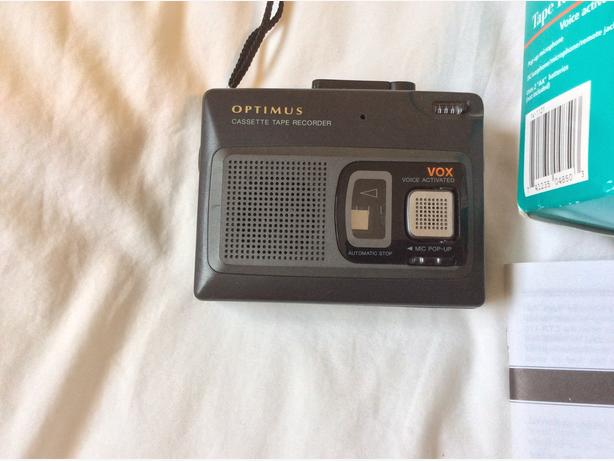COMPACT CASSETTE TAPE RECORDER