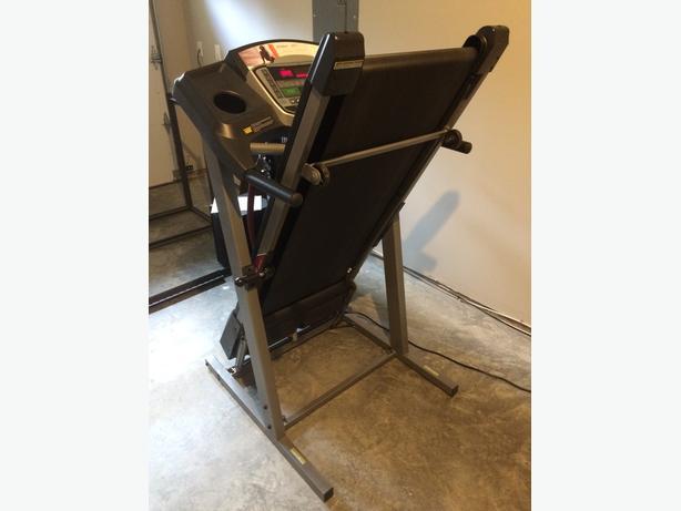 FREE: Treadmill Tempo 611T