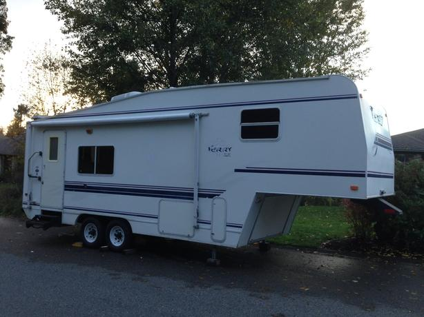 1998 Terry 26.5E Fifth Wheel with 2 Slides(Northwest Edition)