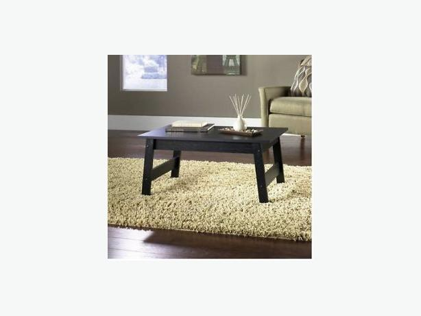 MAINSTAYS COFFEE TABLE