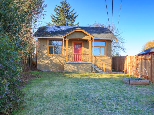 Charming 2 Bedroom Character Home Near VIU & Downtown