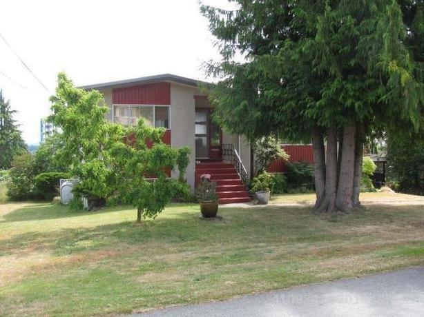 570 HOLLY AVENUE: 2 bedroom, 1 bathroom upper suite in Central Nanaimo