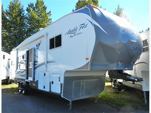 2014 Arctic Fox 29-5K Silver Fox - JUST REDUCED $4000! Gorgeous... -