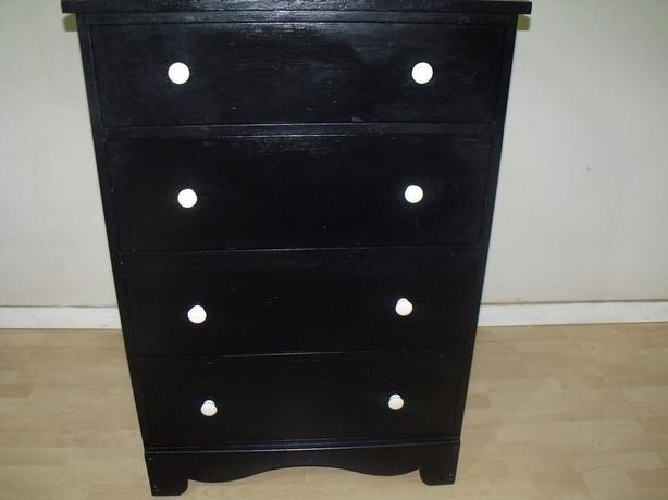 Dresser 4 drawer black white knobs dovetail drawers